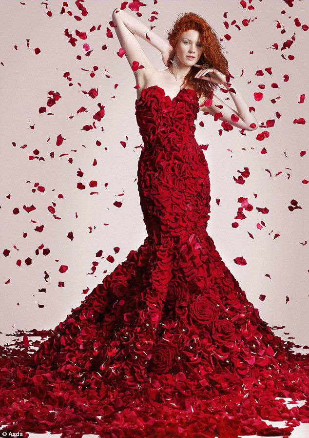 Red haute couture dress made with 1000 roses grower for Haute couture red