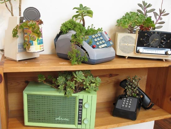 Turn old drawers into planters