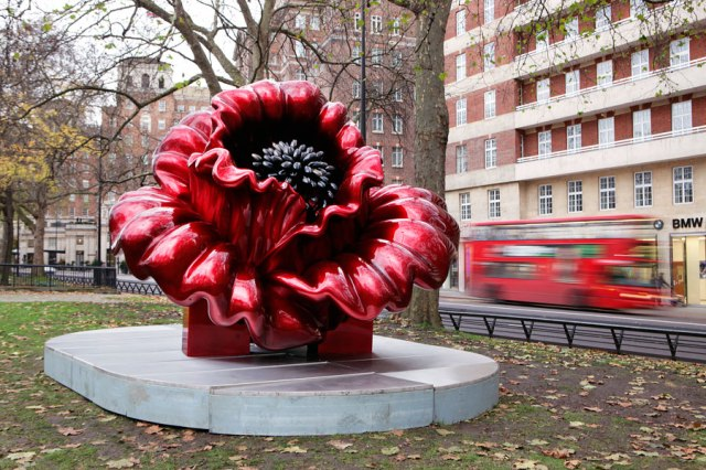 Giant flower sculpture by Ana Tzarev