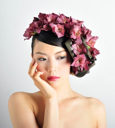 hair floral arrangement by Takaya-Hanayuishi