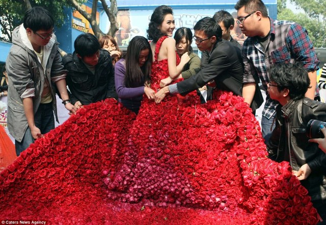 gown made of 9999 red roses